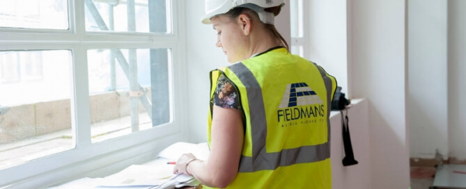 raised-floor-inspection-by-fieldmans-access-floors-worker
